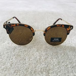 6ccca0535a47 Steve Madden Accessories - 🆕 STEVE MADDEN Clubmaster Sunglasses